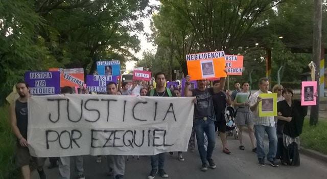 Marcha al Hospitalito por la muerte de Ezequiel