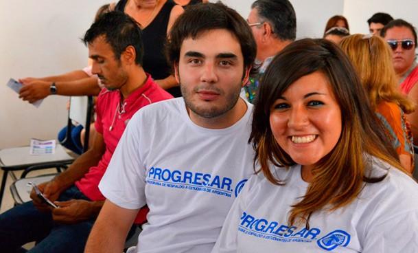 """Estudiantes universitarios denuncian que el gobierno está desmantelando el """"programa Progresar"""""""