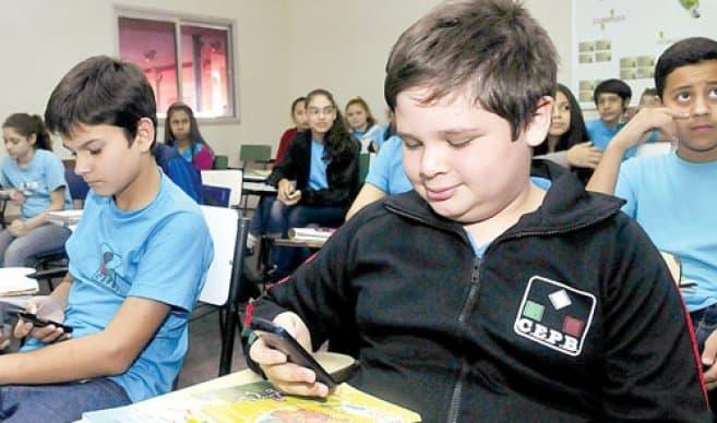 Ahora Los Colegios privados y publicos podrán usar los celulares en hora de clases