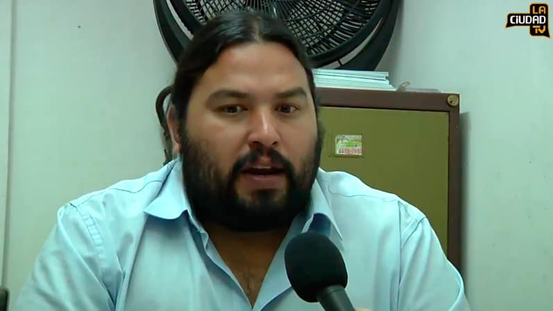 Entrevista al concejal que propuso a Vanucci como persona no grata