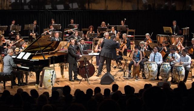 Mañana tocarán gratis en el Teatro Municipal la orquesta Juan de Dios Filiberto y Hugo Fattorusso