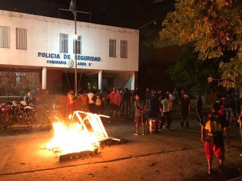 La policía reprimió a niños y jóvenes en un comedor comunitario de Lanus 3