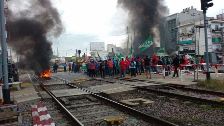 No hay trenes a Once por un corte de vías en Ramos Mejía
