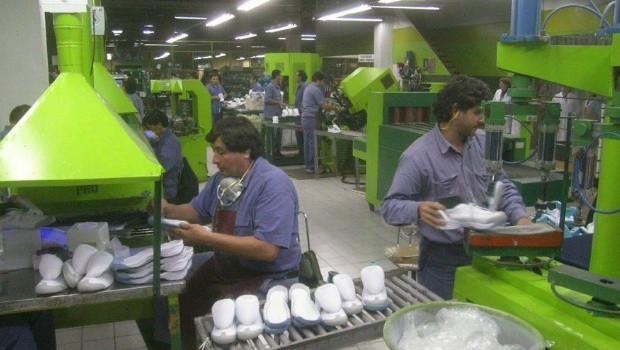 Alpargatas suspendió a 1100 obreros en Tucuman y anticipa el cierre total
