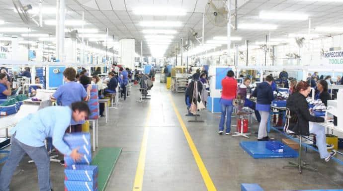Suspensiones masivas en la fábrica de calzado más grande del País