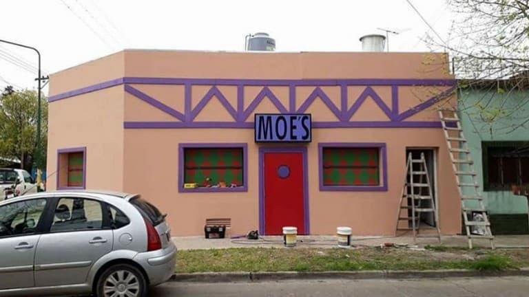 El dueño del Bar de Moe en Ituzaingó adelanta como será la inauguración