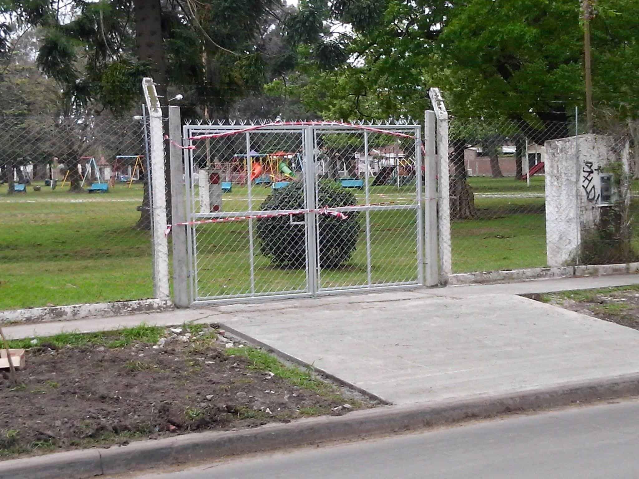 Se colocó un portón en La Torcaza para evacuar a los alumnos del Colegio Thomas Edison