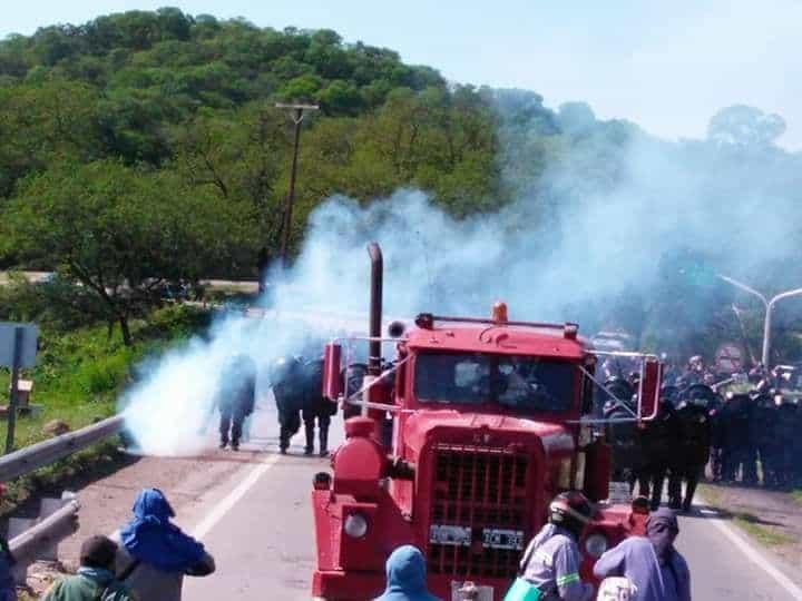 Reprimen a trabajadores azucareros en Jujuy