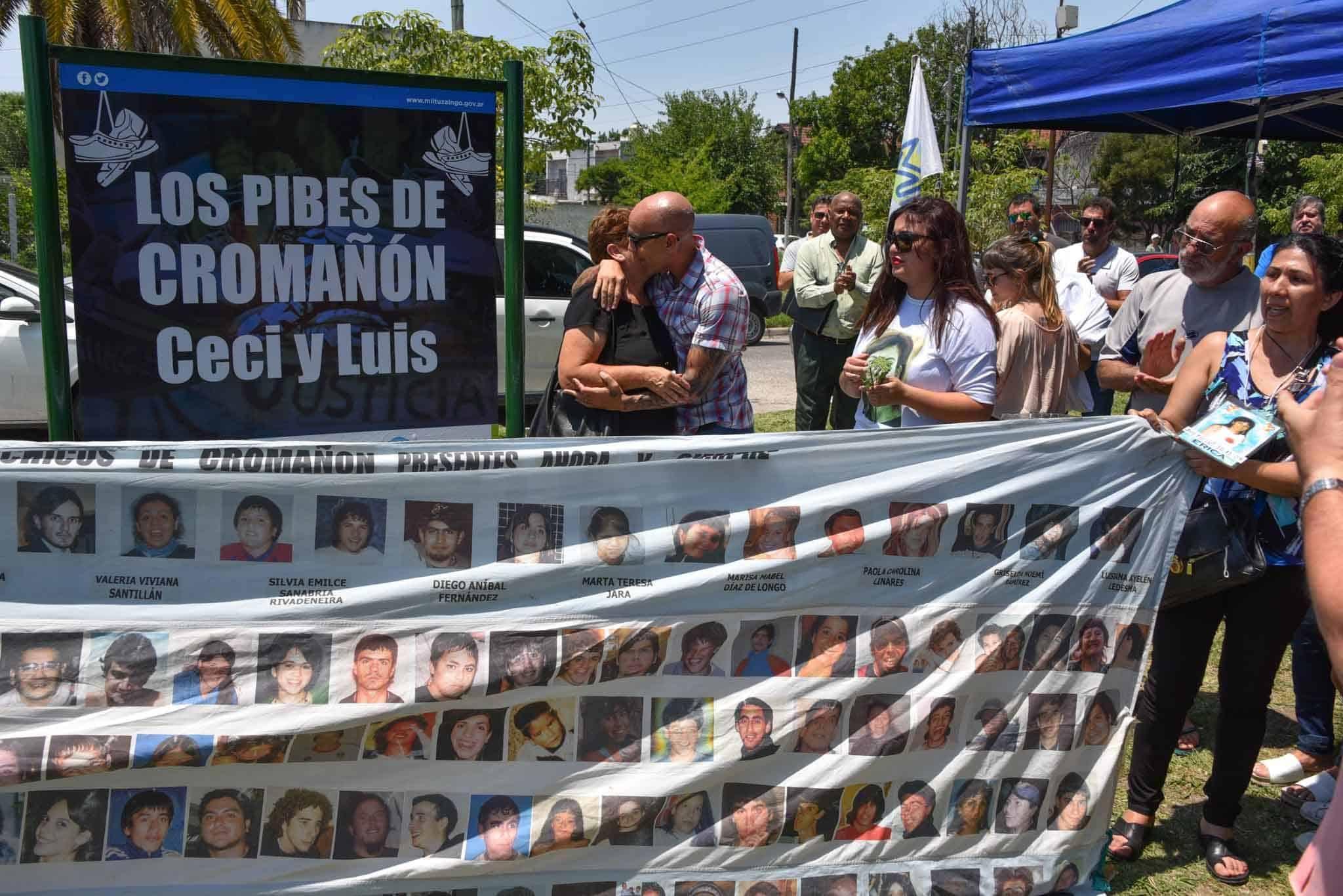 """Plaza de Ituzaingó nombrada """"Los pibes de Cromañón, Ceci y Luis"""" por vecinos fallecidos en el incendio"""
