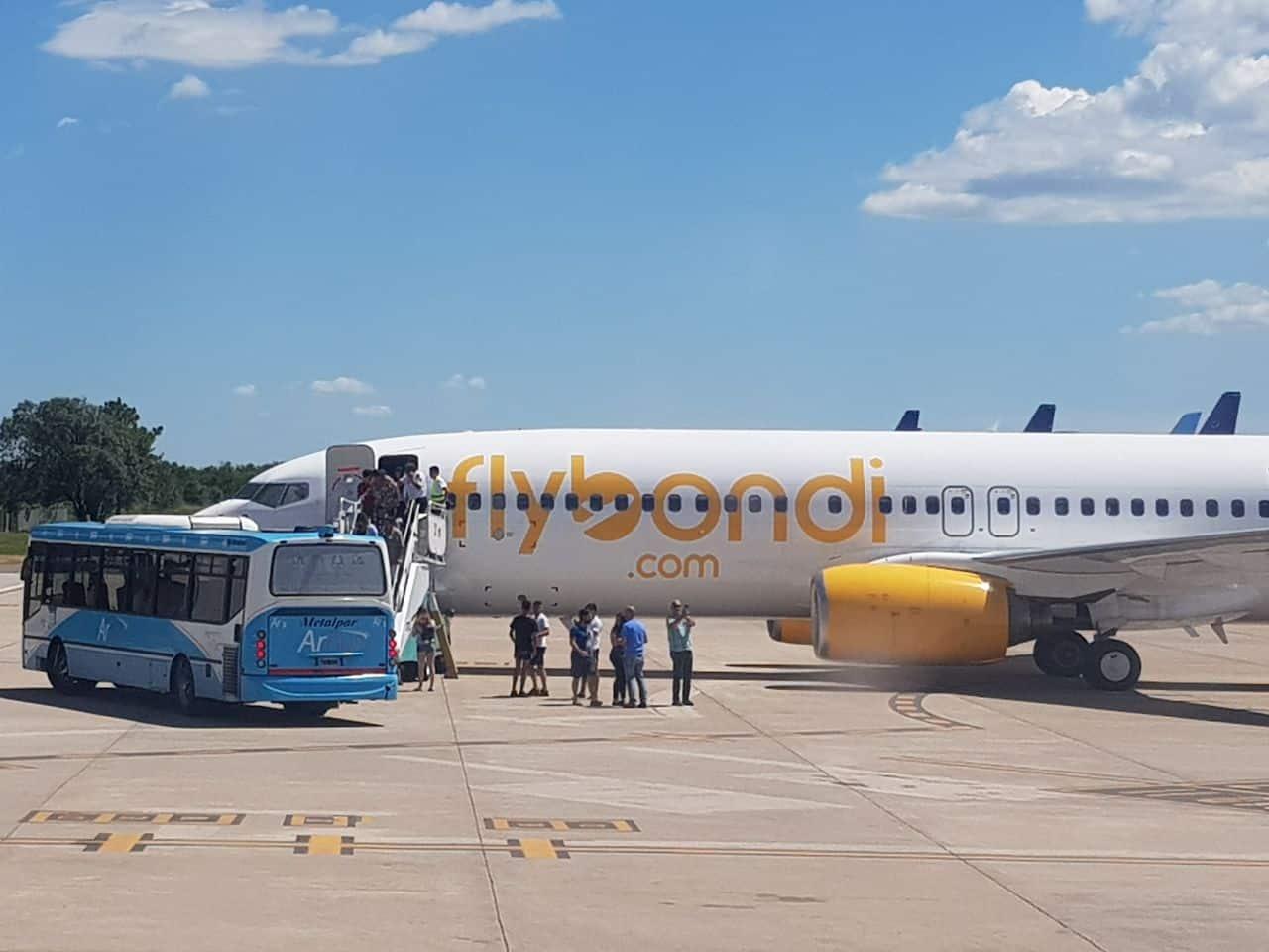 Un avión de Flybondi en emergencia por falla en sus motores