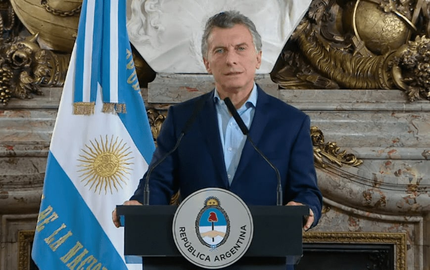 El Presidente anunció que deberán renunciar todos los parientes de los ministros