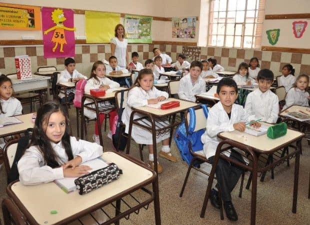 Empezar las clases le costará a cada familia $2700 pesos por hijo