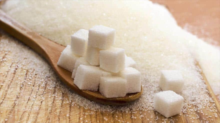 Considera estos alarmantes datos antes de poner azúcar a tu comida