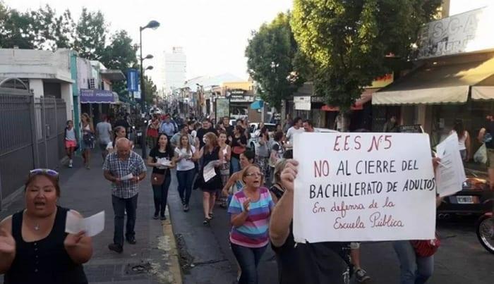 Mañana marchan en Ituzaingó por el cierre de colegios para adultos