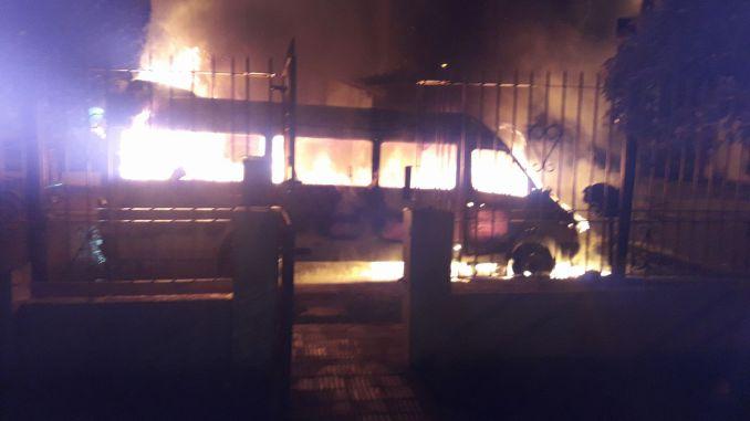 Nadie frena a los quemacoches en Ituzaingó que vuelven a atacar