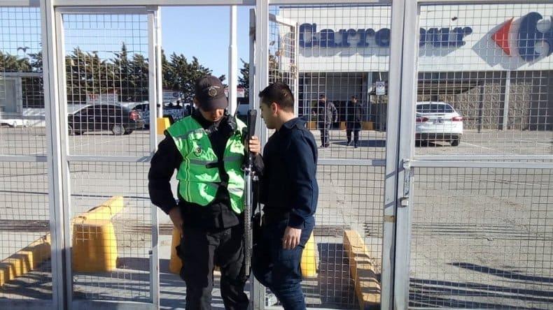 Intentaron saquear una sucursal de Carrefour en Comodoro Rivadavia
