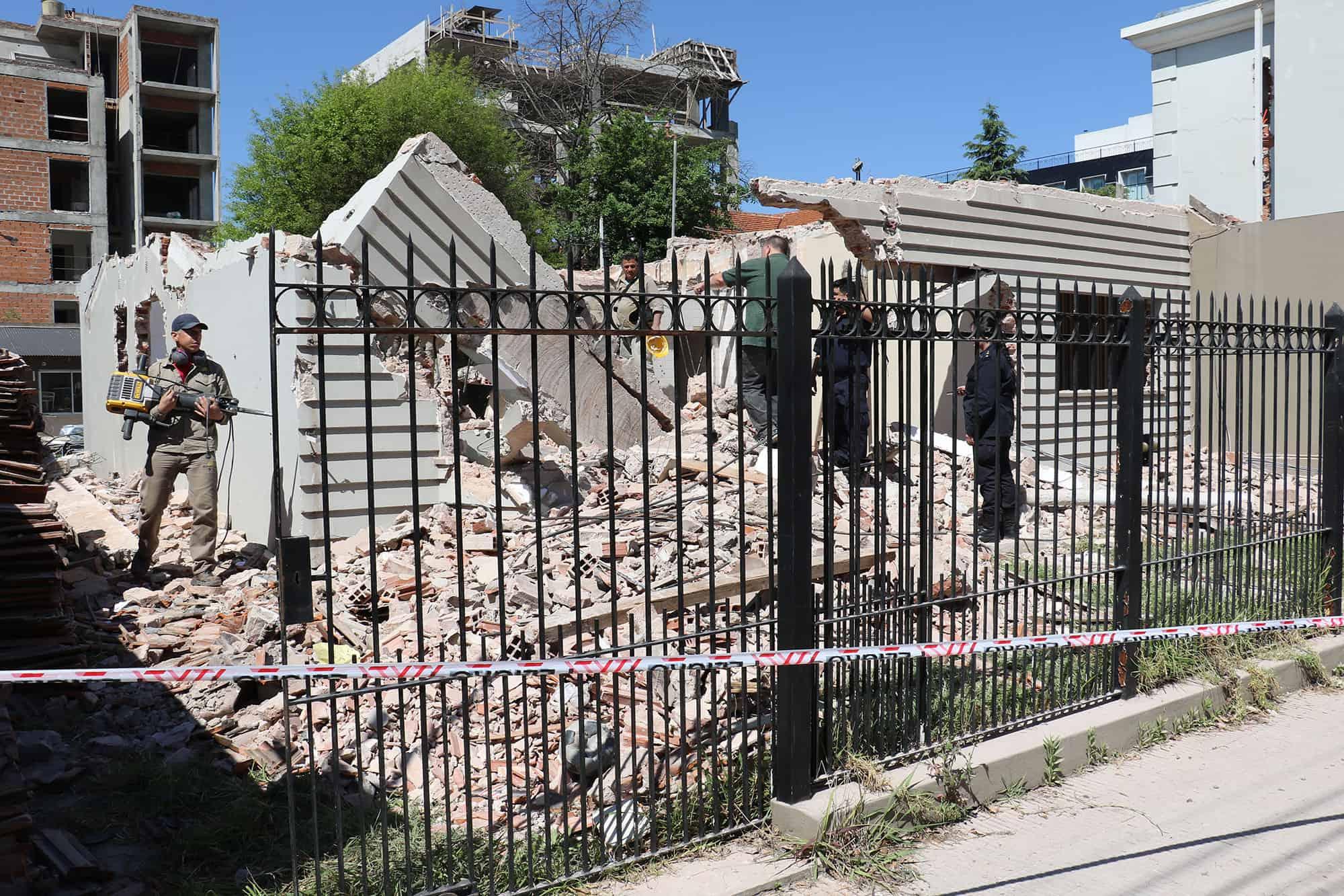 Derrumbe en una obra en Alvear al 400: dos obreros heridos con politraumatismos