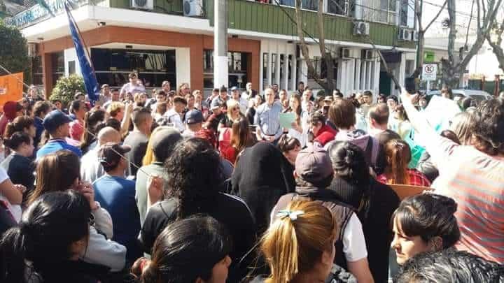 Ituzaingó: los movimientos sociales se movilizan a los hipermercados para pedir alimentos