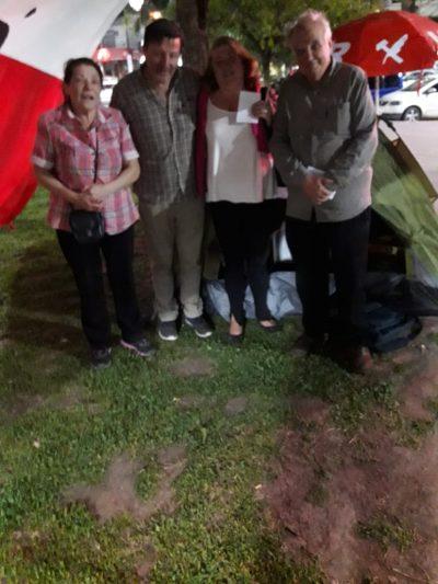Ituzaingó: Un dirigente radical comenzó una huelga de hambre en la Plaza 20 de febrero 3
