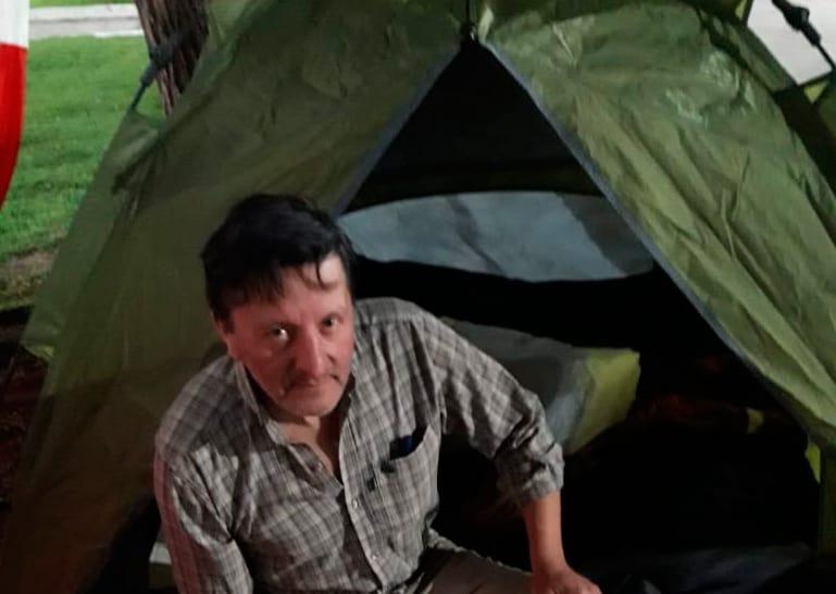 Ituzaingó: Un dirigente radical comenzó una huelga de hambre en la Plaza 20 de febrero