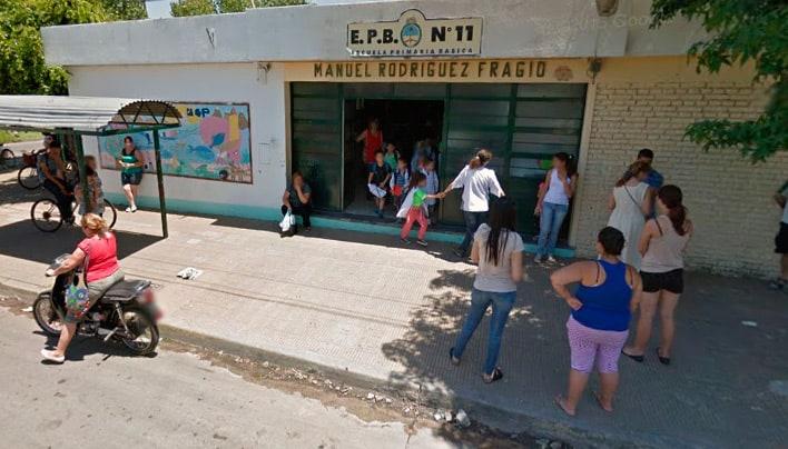 """La comunidad educativa de la escuela Nº 11 se moviliza al Consejo Escolar: """"los alumnos se turnan para tener clases"""""""