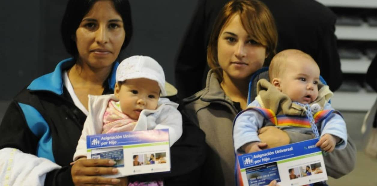 """En diciembre, habrá un """"pago extraordinario"""" de 1500 pesos por hijo en la AUH"""