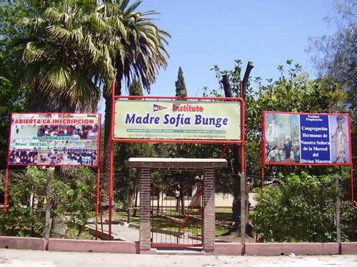 Despidos de docentes en el Colegio Sofía Bunge: asamblea y sentada en las puertas del Instituto
