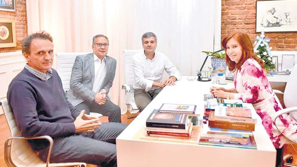 Alberto Descalzo se reunió con Cristina junto a los intendentes de la región