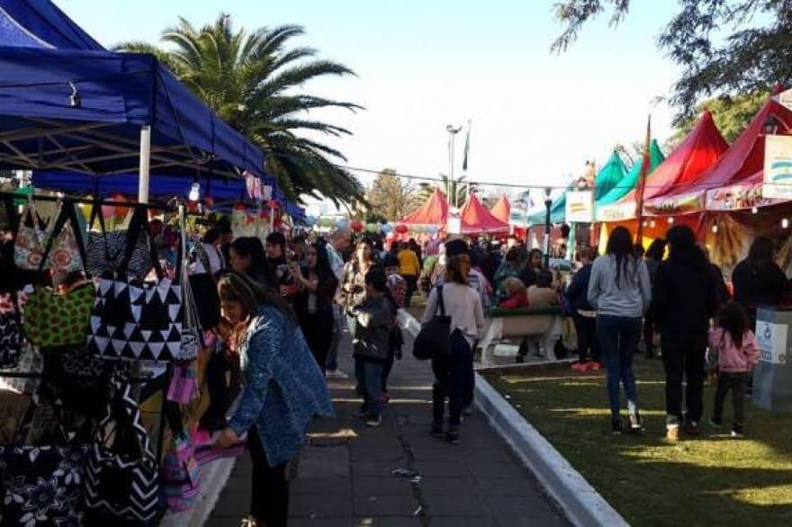 La Feria de emprendedores y el Mercado en tu Barrio llegan a Villa Udaondo