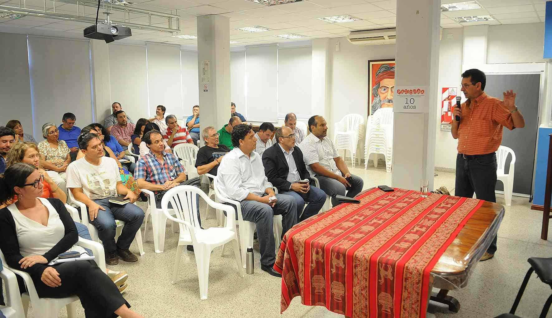 La Federación de Diarios Cooperativos debatió en La Rioja el rol de los medios regionales y la crisis del sector