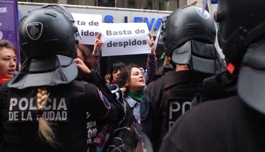 El 8M una jornada de lucha: Las mujeres también marcharon contra los despidos