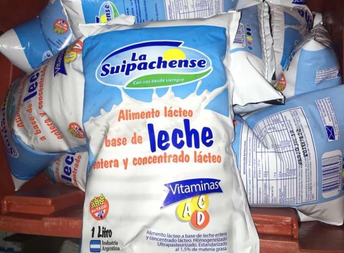 Empresas maximizan ganancias: En los barrios venden leche rebajada con agua y queso que es pan rallado saborizado
