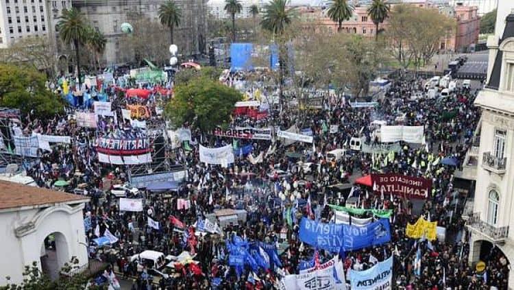 El 4 de abril todos los sindicatos del País convocan a una gran marcha contra el modelo económico