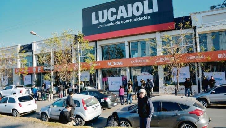 500 despidos y el cierre de 30 sucursales: el final para Satruno Hogar y Lucaioli