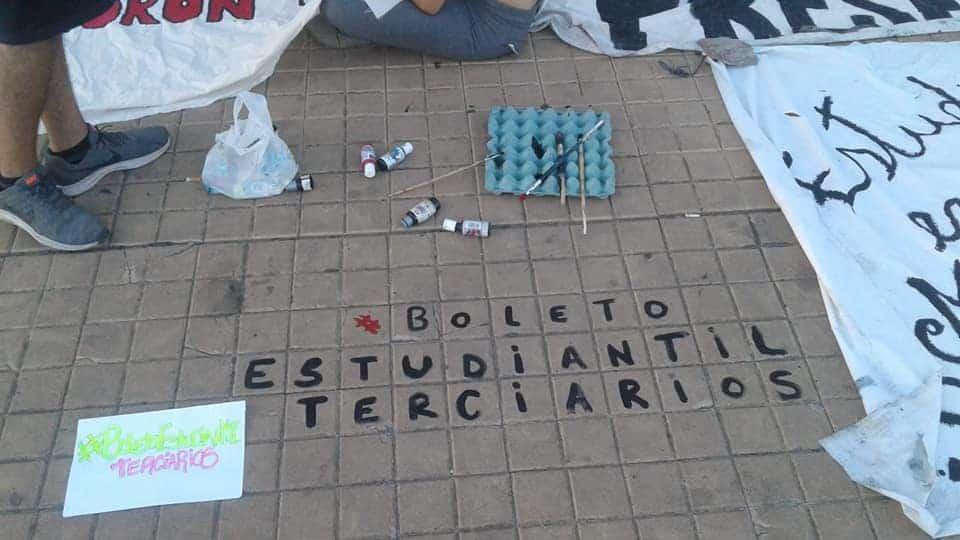 Profesorados de Morón exigen el boleto estudiantil terciario y organizan un festival