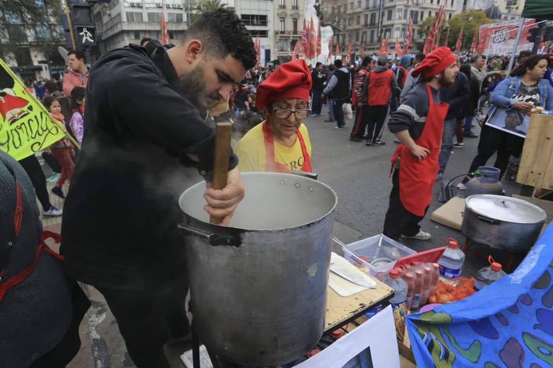 1° de Mayo: más de 400 ollas populares en todo el país