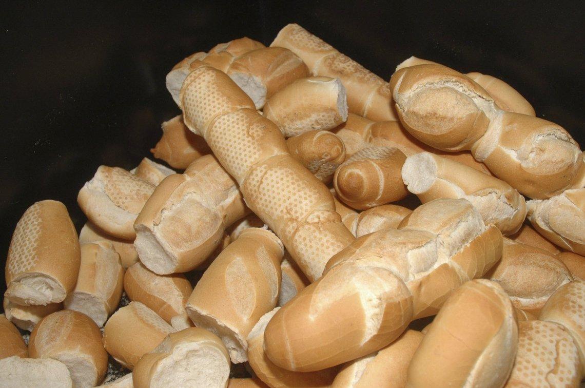 Se dolariza la venta de harina: ¿el pan se venderá en dolares?