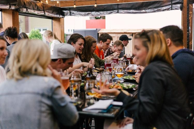 Tips para organizar una fiesta o reunión con poco presupuesto