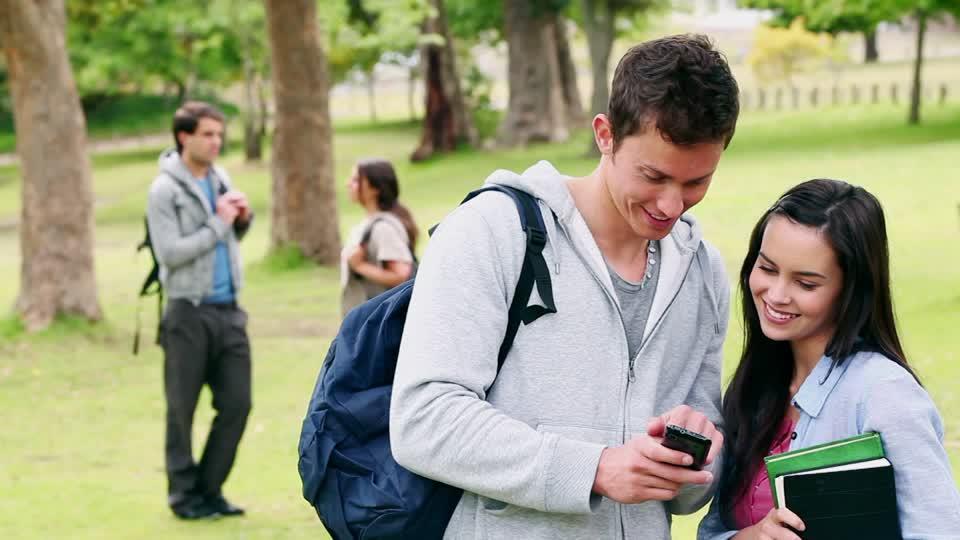 Los estudiantes del Plan Progresar tendrán un abono de  $300 pesos por 6 meses para cargar el celular