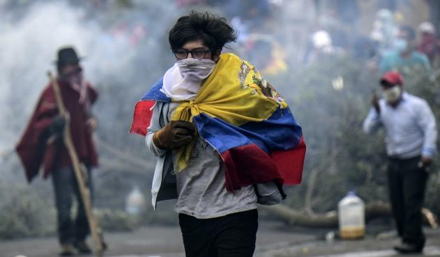 Video: el ejercito ecuatoriano asesina a sangre fría a un manifestante indígena