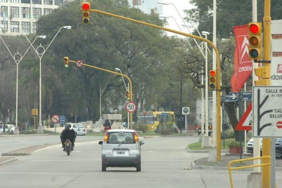 Aumento de las multas: hasta 54.000 pesos por cruzar en rojo