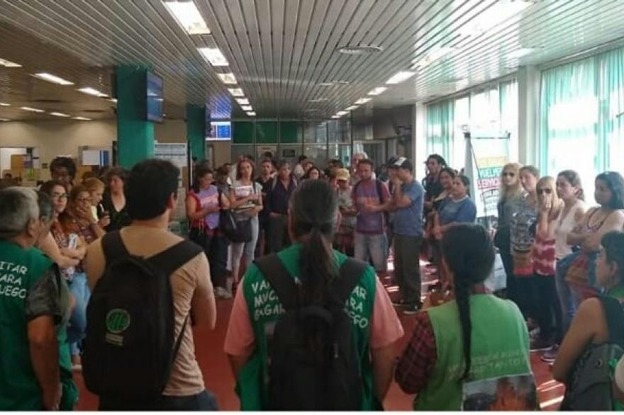 Empleados municipales de Moreno toman en Municipio