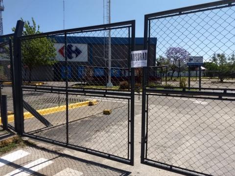 Clausuraron el Carrefour de Ituzaingó Sur