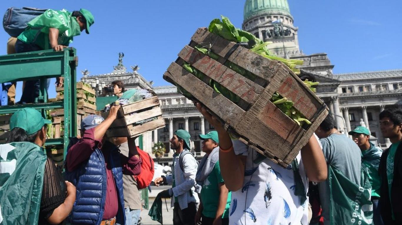 """Hoy """"Verdurazo"""" en Plaza de Mayo como alternativa al paro agrario."""