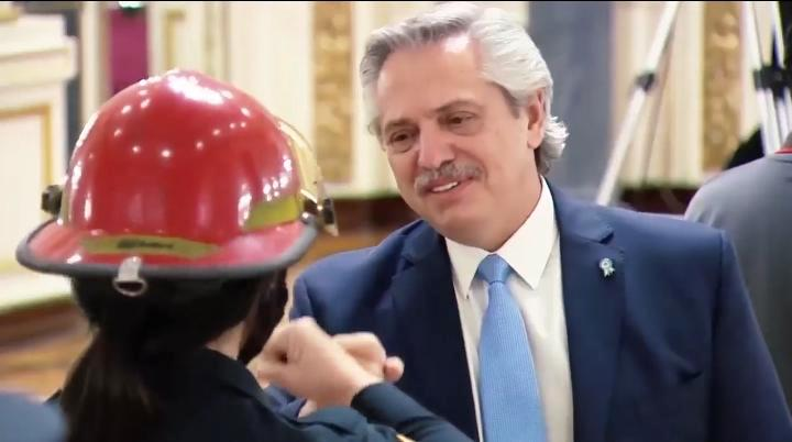 Bombera voluntaria de Ituzaingó fue agasajada por el Presidente en Casa Rosada