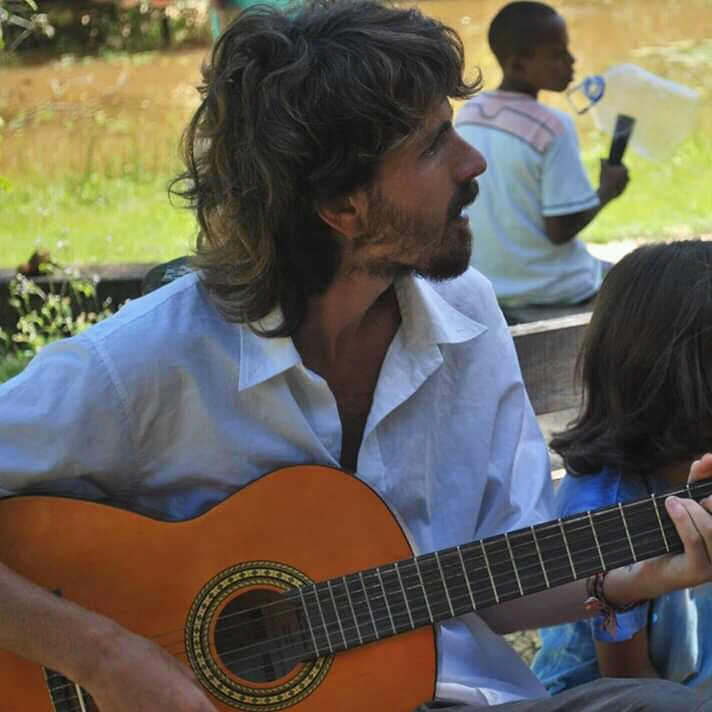 Martín Piazze lanzó un álbum a beneficio del Centro Comunitario Minka